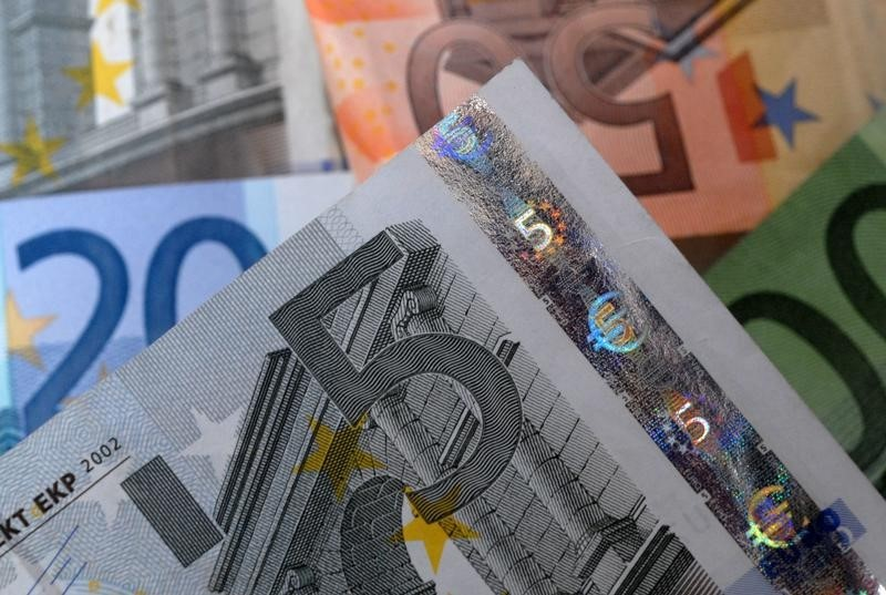 Euro pauses before ECB meeting as trade thaw triggers risk rally