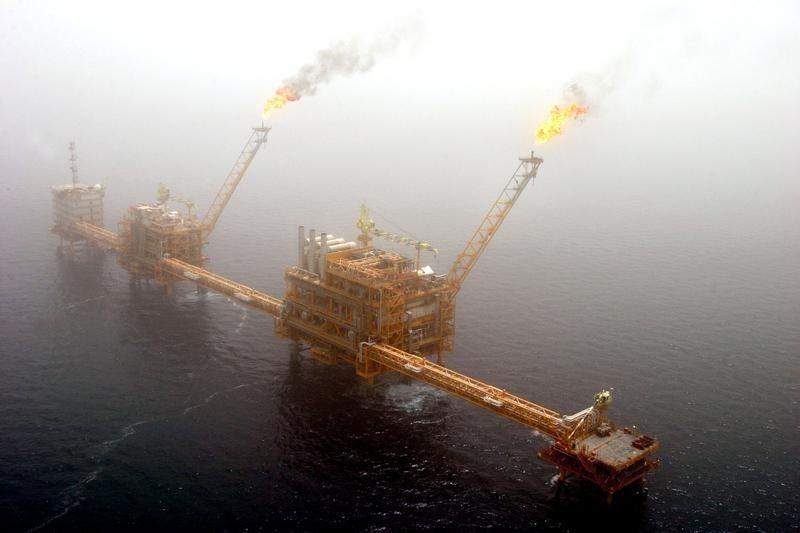 Oil slips as lack of U.S.-China trade talk progress
