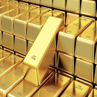 Gold rises on political frictions, weaker dollar