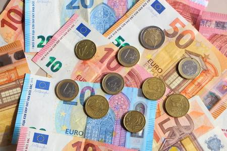 Euro Falls Against The Dollar As Risk Events Prompt Safe Haven Demand